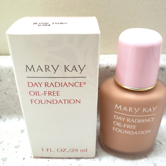 Mary Kay Foundation Day Radiance Makeup NEW